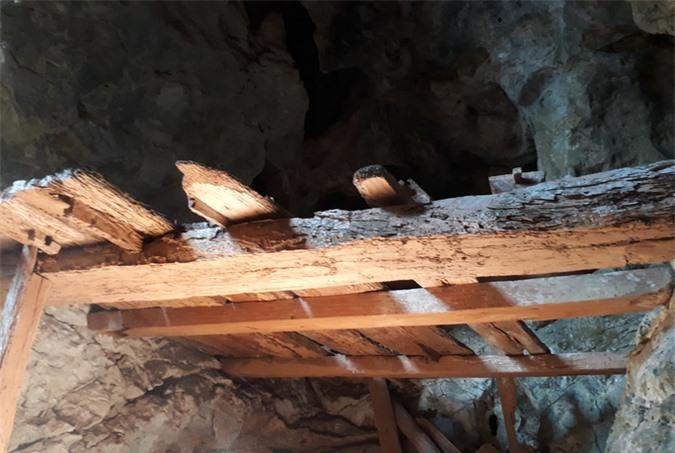 Rợn người khám phá hang quan tài kỳ bí treo lưng chừng núi - Ảnh 13.