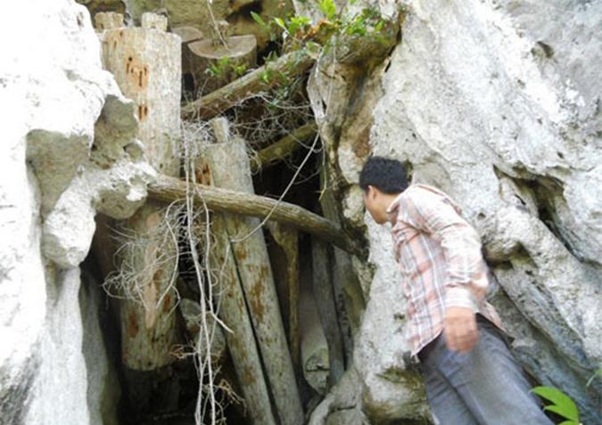 Rợn người khám phá hang quan tài kỳ bí treo lưng chừng núi - Ảnh 5.