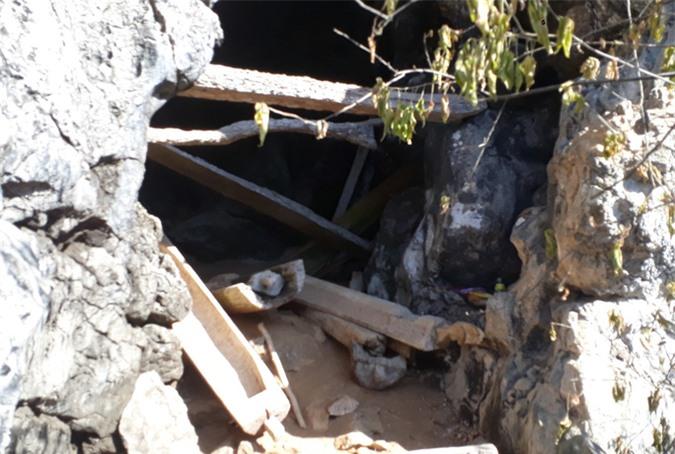Rợn người khám phá hang quan tài kỳ bí treo lưng chừng núi - Ảnh 7.