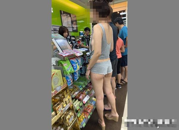 Hình ảnh cô gái ăn mặc phản cảm trong cửa hàng tiện lợi. Nguồn ảnh: ETtoday.