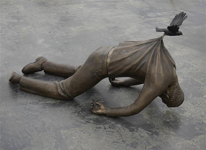 Những bức tượng kỳ dị thách thức tất cả các quy luật vật lý, khiến người ta có cảm giác càng nhìn càng thấy sợ hãi - Ảnh 4.