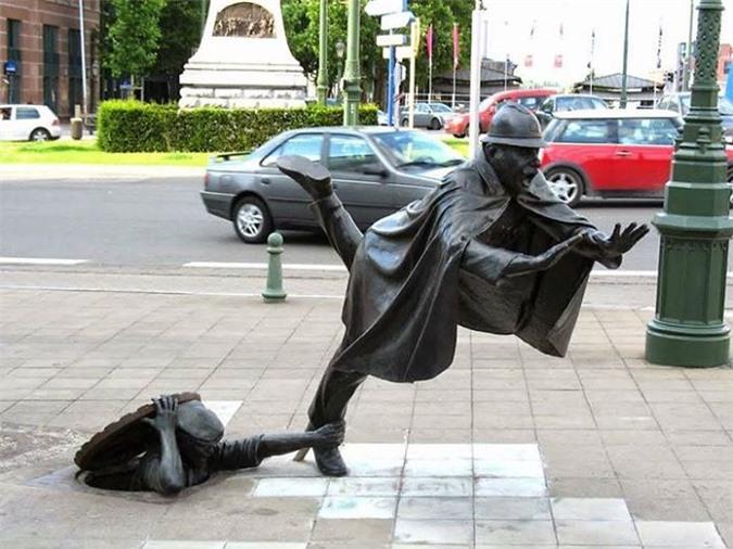 Những bức tượng kỳ dị thách thức tất cả các quy luật vật lý, khiến người ta có cảm giác càng nhìn càng thấy sợ hãi - Ảnh 8.