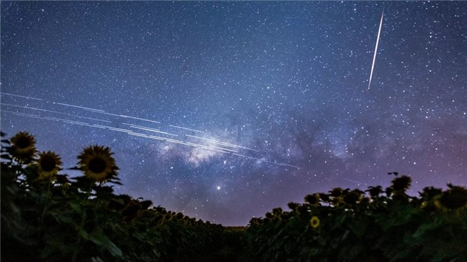 Những 'ngôi sao nhân tạo' khiến các nhà thiên văn học 'nổi đóa' - 1