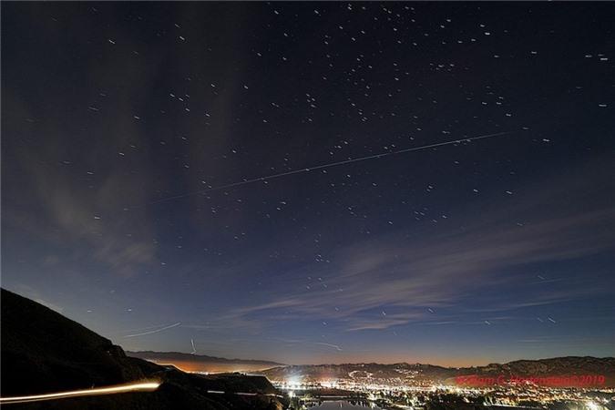Những 'ngôi sao nhân tạo' khiến các nhà thiên văn học 'nổi đóa' - 2