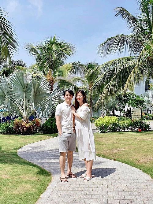 Vợ chồng chồng Đông Nhi - Ông Cao Thắng đang có chuyến du lịch tại Phú Quốc.