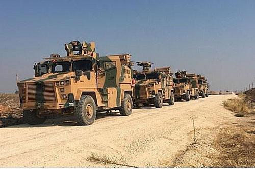 Xe quân sự Thổ Nhĩ Kỳ được nhìn thấy ở biên giới Thổ Nhĩ Kỳ-Syria ngày 1/11/2019 (Nguồn: Reuters)