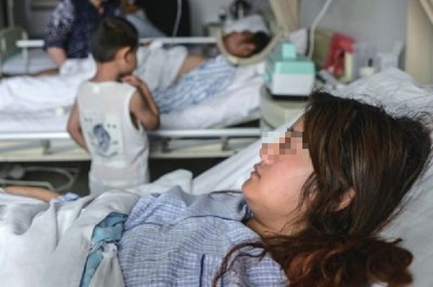 Hình ảnh cô Zhang hôn mê tại bệnh viện.