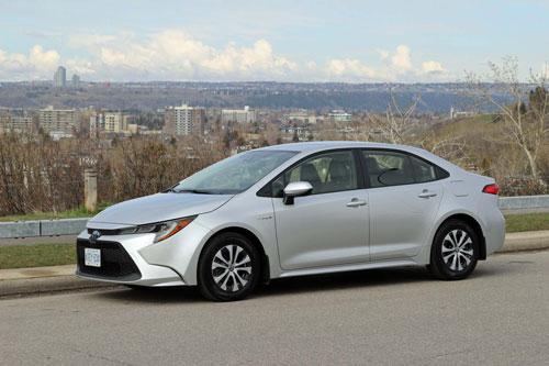 2. Toyota Corolla (doanh số: 28.683 chiếc).