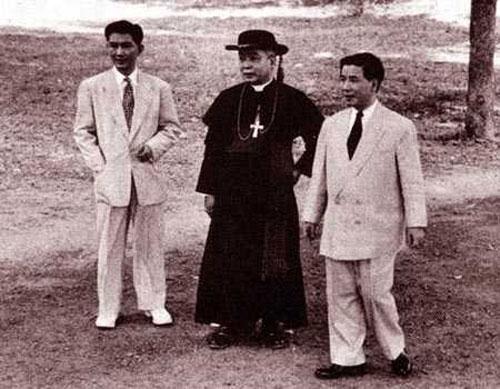 Giám mục ngô đình thục cùng ngô đình diệm (phải) và Ngô Đình Nhu.