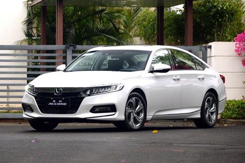8. Honda Accord (doanh số: 17.183 chiếc).