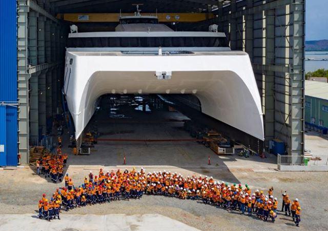 Đội ngũ gần 450 nhân viên của Austal Việt Nam đã hoàn thành con tàu trong vòng 20 tháng.