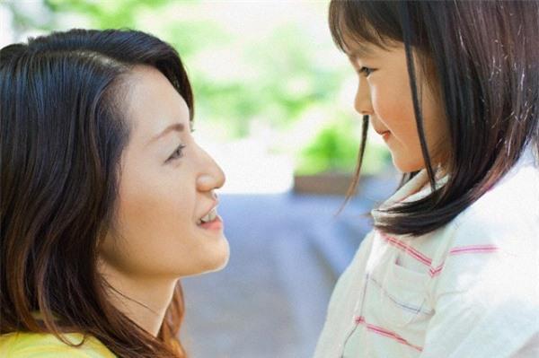 Ngày nào con gái cũng hỏi về mẹ, tôi chỉ biết nói dối mẹ đã qua đời, cho đến một ngày cô ấy xuất hiện trước mặt bố con tôi  - Ảnh 2.