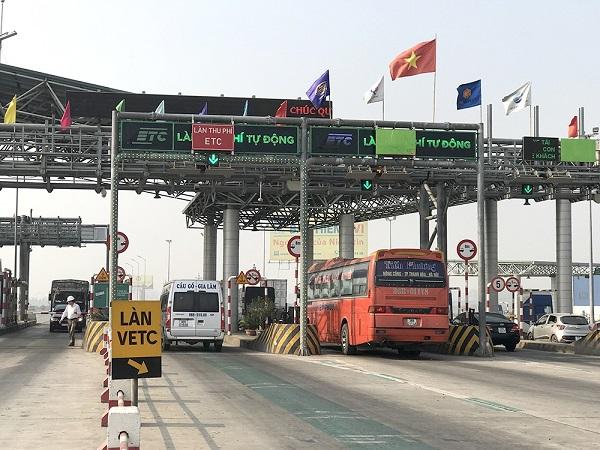 Bộ Giao thông vận tải đề xuất xử phạt xe không dán thẻ đi vào làn thu phí không dừng