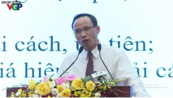 Tiến sĩ Cấn Văn Lực phát biểu tại Hội thảo trực tuyến về cải cách thủ tục hành chính vào chiều ngày 26/5/2020.