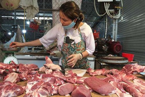 """Giá thịt lợn tăng """"phi mã"""", tiểu thương nói gì?"""