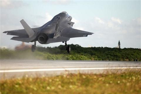 F-22 va F-35 roi cung khu vuc cach nhau vai ngay