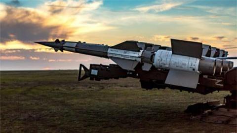 Khong dam kich hoat S-400, Tho dung tam vu khi Ukraine