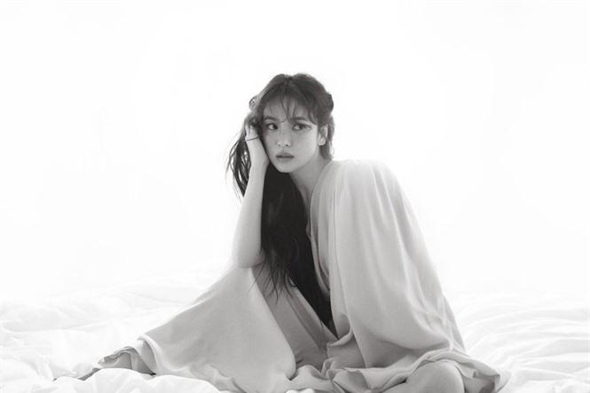 Song Hye Kyo 'tóc nâu môi trầm' khác xa style mặt mộc nền nã sau 8 năm - ảnh 2