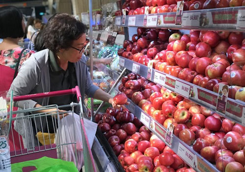 Nhiều người dùng ưa chuộng sử dụng trái cây ngoại (Ảnh: Tư liệu)