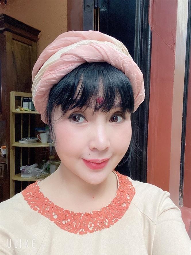 'Nhan sắc không tuổi' của NSND Lan Hương ở tuổi U60 gây tranh cãi  - ảnh 10