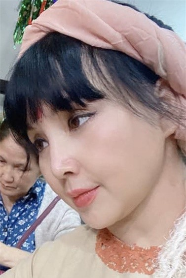 'Nhan sắc không tuổi' của NSND Lan Hương ở tuổi U60 gây tranh cãi  - ảnh 11
