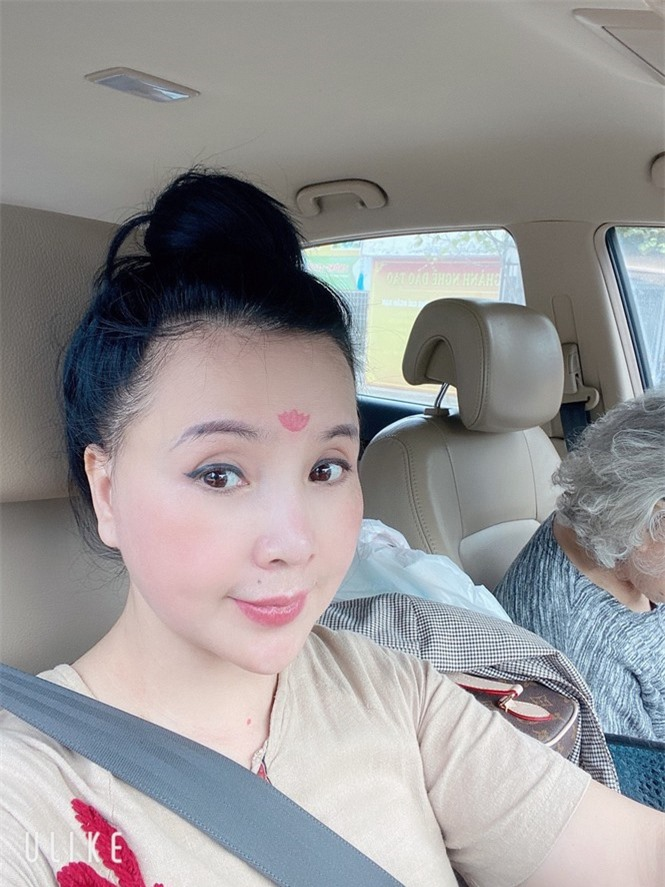 'Nhan sắc không tuổi' của NSND Lan Hương ở tuổi U60 gây tranh cãi  - ảnh 2