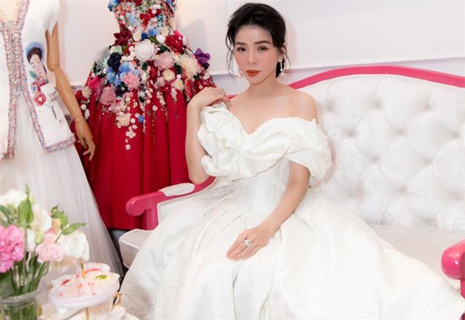 Lệ Quyên thừa nhận cô là người kỹ tính, luôn đầu tư váy áo, hình ảnh chỉn chu khi xuất hiện trước công chúng.