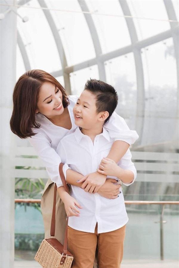Nhan sắc tuổi 35 gợi cảm của Vân Hugo, nữ diễn viên sắp lấy kết hôn lần 2 - Ảnh 10.