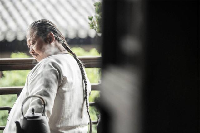 Sao võ thuật Hong Kong Hồng Kim Bảo bất ngờ sụt cân, gầy hốc hác - Ảnh 2.