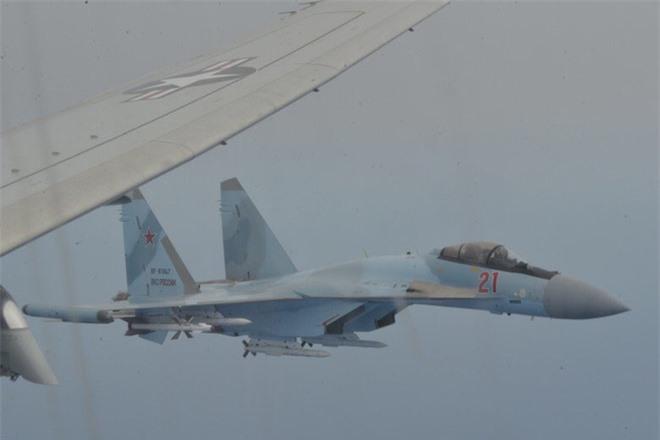 Su-35 Nga truy sát máy bay P-8 Mỹ mang 2 loại tên lửa khủng mà phi công sừng sỏ cũng sợ? - Ảnh 2.