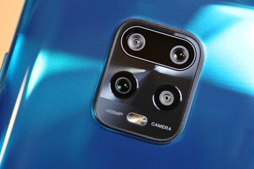 Redmi 10X Pro 5G sở hữu 4 camera sau với cảm biến chính 48 MP, khẩu độ f/1.8 cho khả năng lấy nét theo pha. Ống kính tele 8 MP cho khả năng zoom quang học 3x, chống rung quang học (OIS). Cảm biến thứ ba 8 MP, f/2.2 với góc rộng 119 độ và ống kính macro 5 MP.