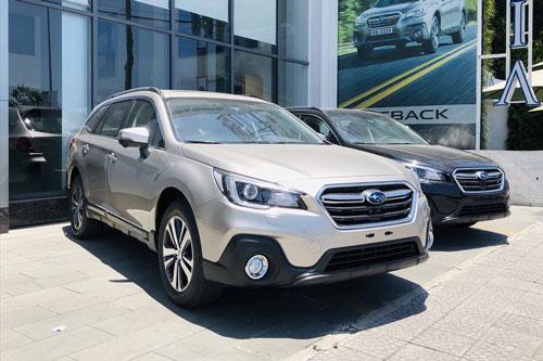 Subaru Outback giảm giá 180 triệu tại Việt Nam