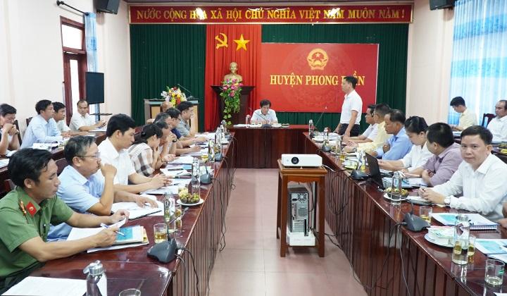Các đại biểu thảo luận tại buổi làm việc.