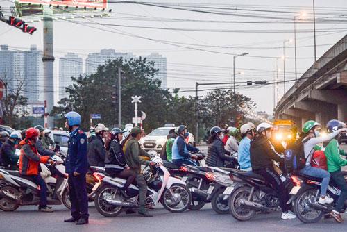 Bộ GTVT vẫn giữ đề xuất quy định xe máy phải bật đèn cả ngày