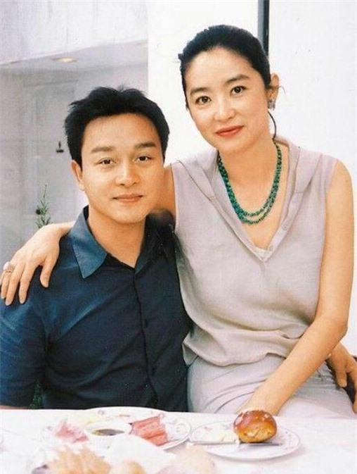 Câu chuyện phía sau cảnh tình cảm của Lâm Thanh Hà và Trương Quốc Vinh ảnh 02