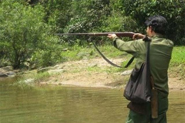 Bố bắn con trai tử vong vì tưởng con là thú rừng - 1