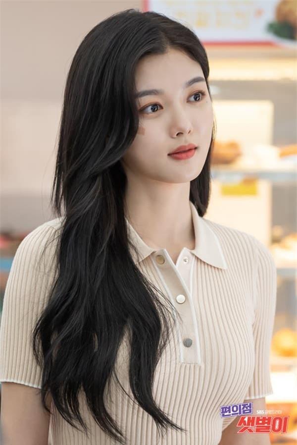 Nhan sắc Kim Yoo Jung ở phim mới: Thơ bé ngày nào giờ đã thành nữ thần vạn người mê 1