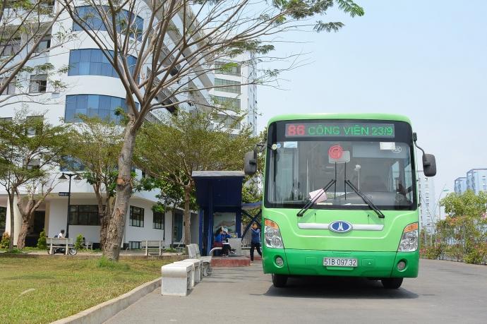 Mỗi năm ngân sách TPHCM chi hơn 1.000 tỉ đồng trợ giá cho xe buýt.