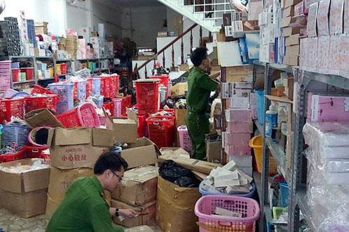 Đà Nẵng: Phát hiện ngôi nhà 3 tầng chứa đầy hàng hoá chưa rõ xuất xứ