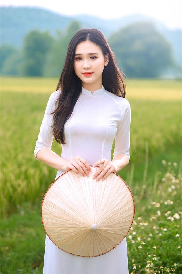 Á khôi Sinh viên Việt Nam khoe nét xuân thì bên cánh đồng lúa - 1