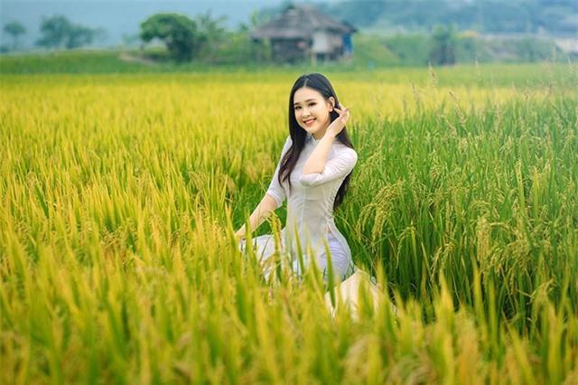 Á khôi Sinh viên Việt Nam khoe nét xuân thì bên cánh đồng lúa - 2