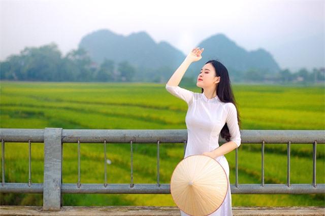 Á khôi Sinh viên Việt Nam khoe nét xuân thì bên cánh đồng lúa - 3