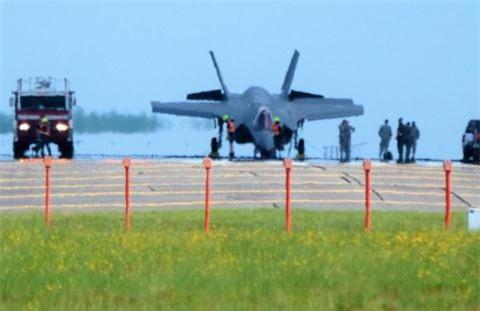 F-35A roi do mat dien dong co?