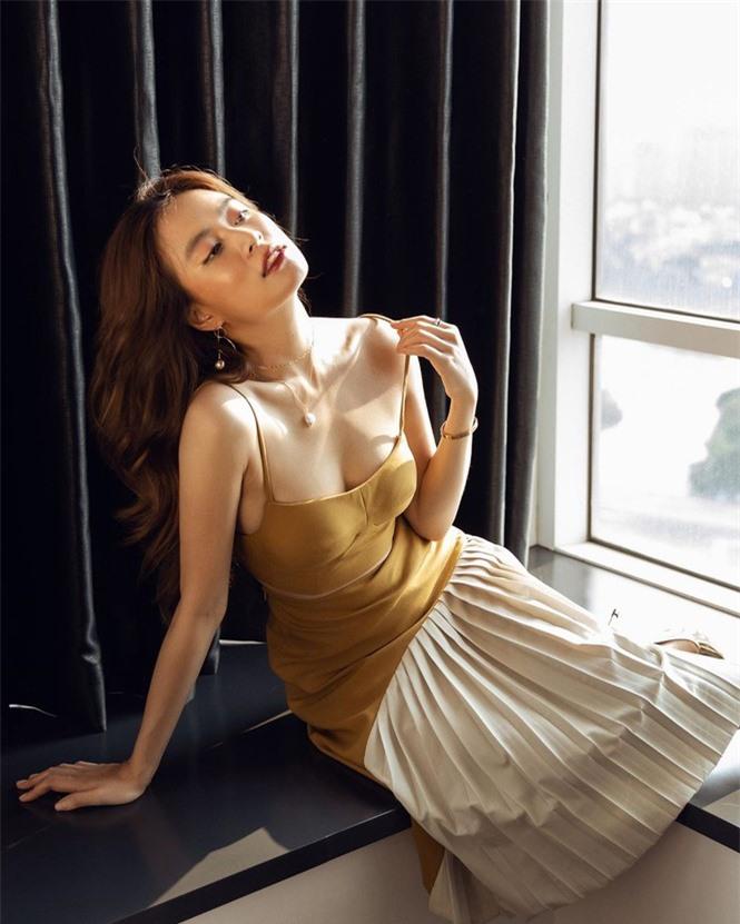 Hoàng Thuỳ Linh hiếm hoi đăng ảnh bikini khoe dáng nuột nà - ảnh 3