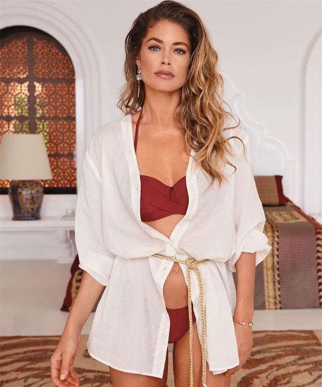 Siêu mẫu Doutzen Kroes khoe dáng đẹp đáng ngưỡng mộ với áo tắm - ảnh 9