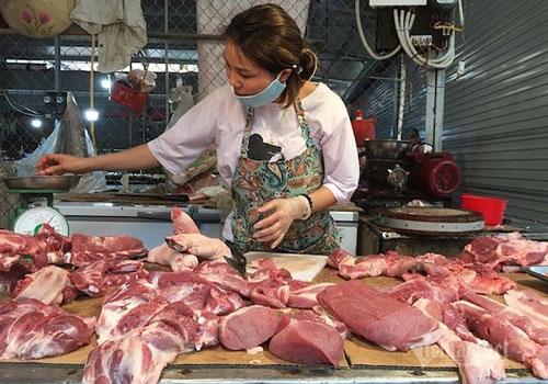Bất chấp mọi biện pháp kiểm soát, giá thịt lợn vẫn tăng mạnh (Ảnh: TL)