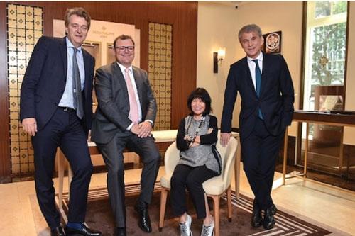 Ba đồng sáng lập Openasia cùng Chủ tịch của Patek Philippe SA (người đeo kính)