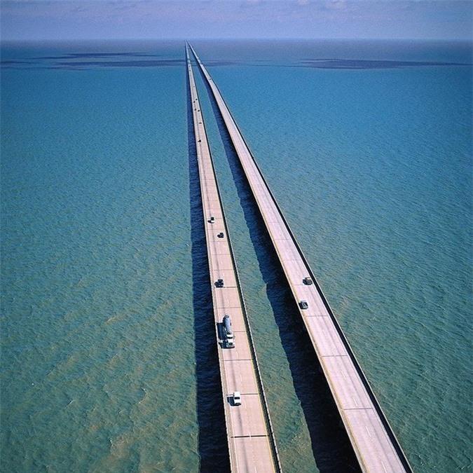 Cận cảnh cây cầu dài nhất thế giới: Đi mãi không đến nơi khiến bà bầu đẻ ngay trên cầu - Ảnh 4.