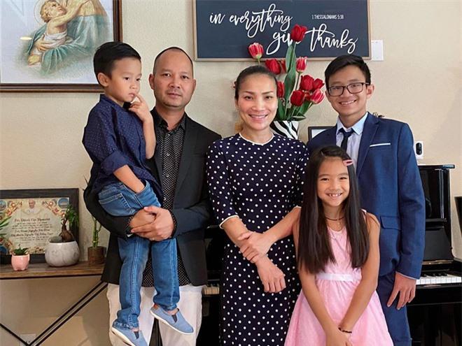 Hồng Ngọc khoe ảnh gia đình dịp kỷ niệm 15 năm cưới, tiết lộ ông xã đã khóc và lo lắng rất nhiều khi cô bị bỏng nặng - Ảnh 3.