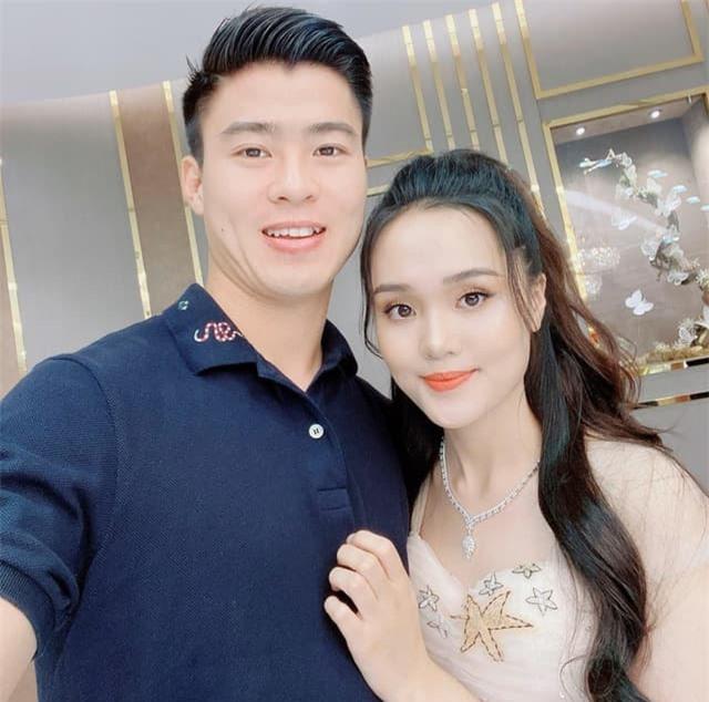 Quỳnh Anh mua hàng hiệu 5